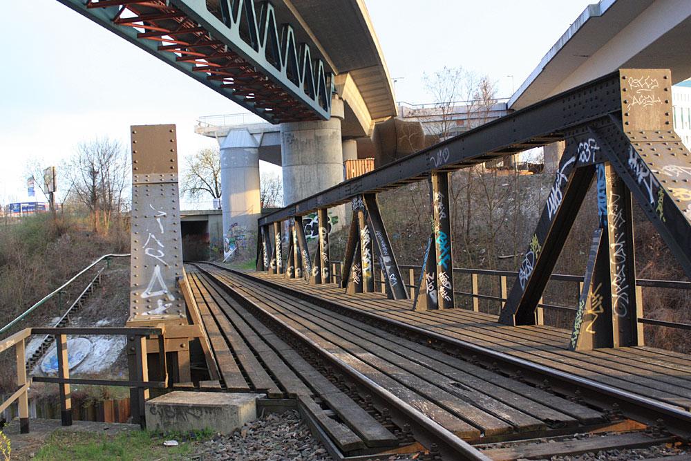 Autobahn- und Eisenbahnbrücke über dem Teltowkanal