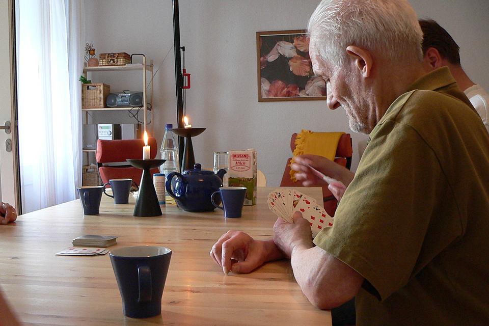Im Apartmenthaus leben die Bewohnerinnen und Bewohner in eigenen Wohnungen und sind doch nicht allein