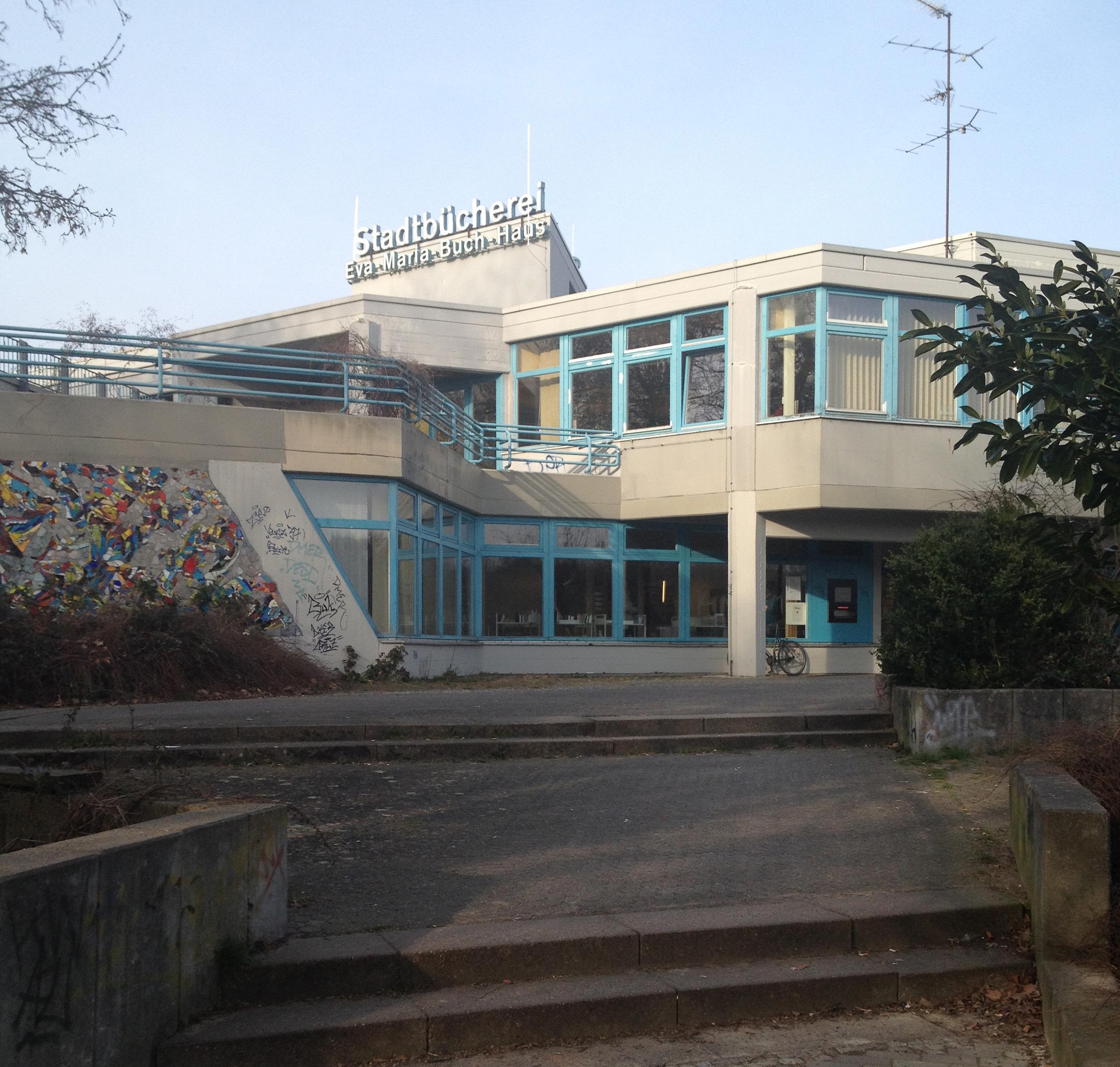 Neue Mitte in Alt-Tempelhof - Senat plant Götzstraßenquartier. Dazu muss auch die Bezirksbibliothek saniert werden oder umziehen.