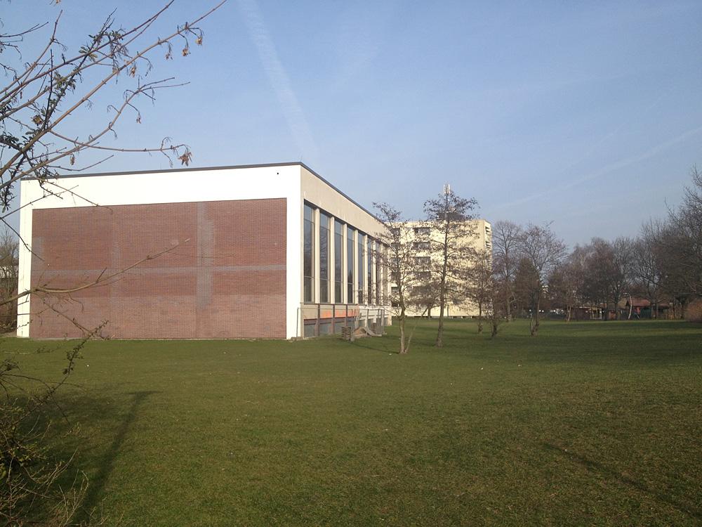 Neue Mitte in Alt-Tempelhof - Senat plant Götzstraßenquartier. Das Schwimmbad ist sanierungsbedürftig