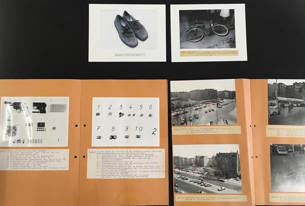 """Ermittlungsakten, fotografiert in der Ausstellung """"Drei Kugeln auf Rudi Dutschke"""", Polizeihistorische Sammlung Berlin © K. Schwahlen 2018"""