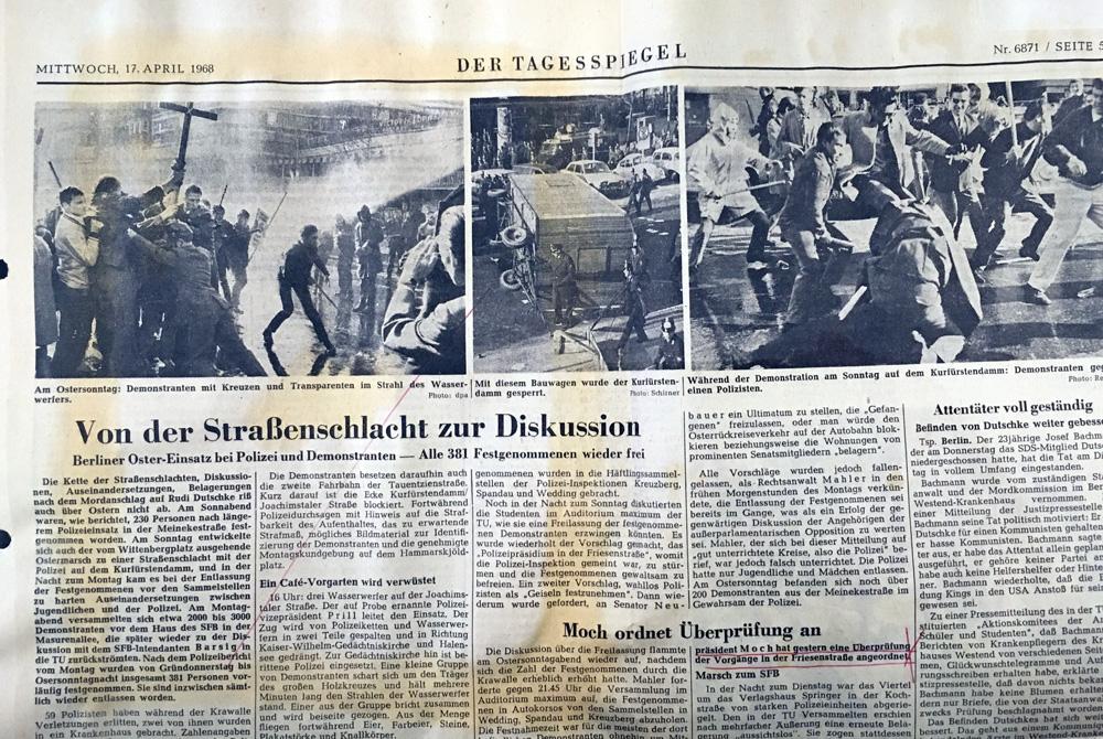 """Ausriss aus dem Tagesspiegel v. 17.4.1968, fotografiert in der Ausstellung """"Drei Kugeln auf Rudi Dutschke"""", Polizeihistorische Sammlung Berlin © K. Schwahlen 2018Polizeihistorischen Sammlung Berlin"""
