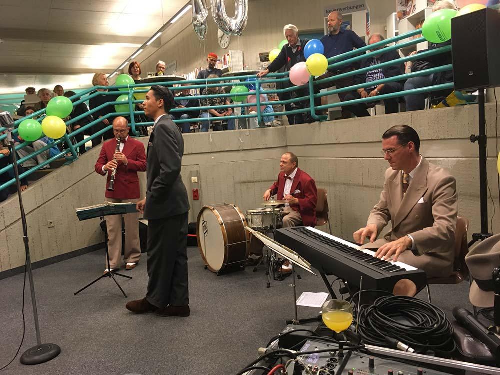40 Jahre Bezirkszentralbibliothek Tempelhof: Andrej Hermlin und seine Little Swing Band ©K. Schwahlen