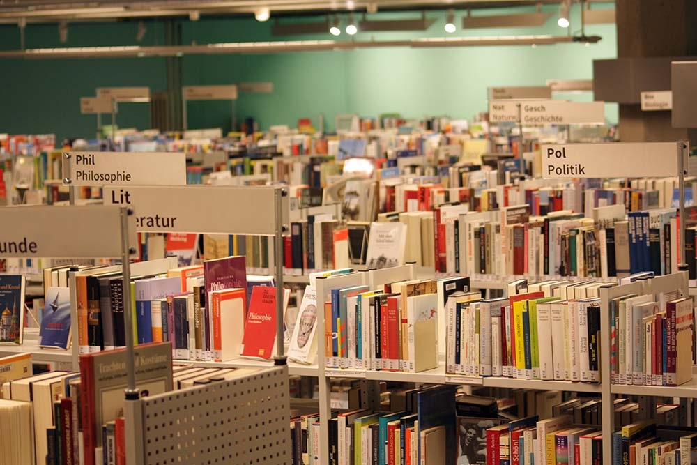 40 Jahre Bezirkszentralbibliothek Tempelhof: 93.000 Medien zum Schmökern, Lesen, Hören, Arbeiten © K. Schwahlen
